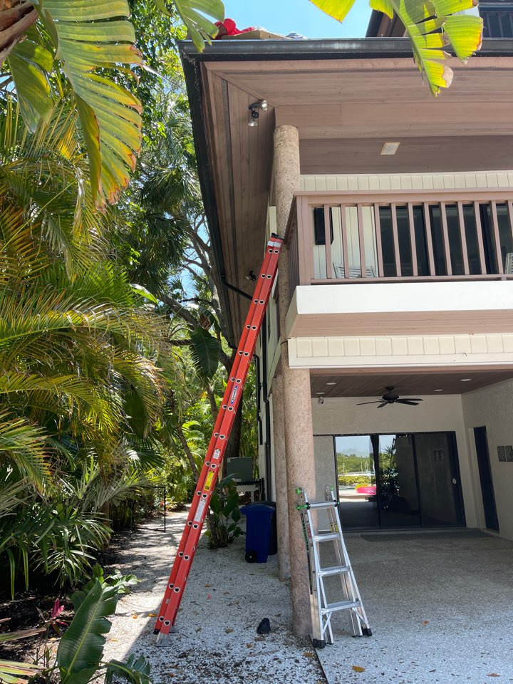 Siesta Key, FL - Gutter repairs. Taking care of our customers.