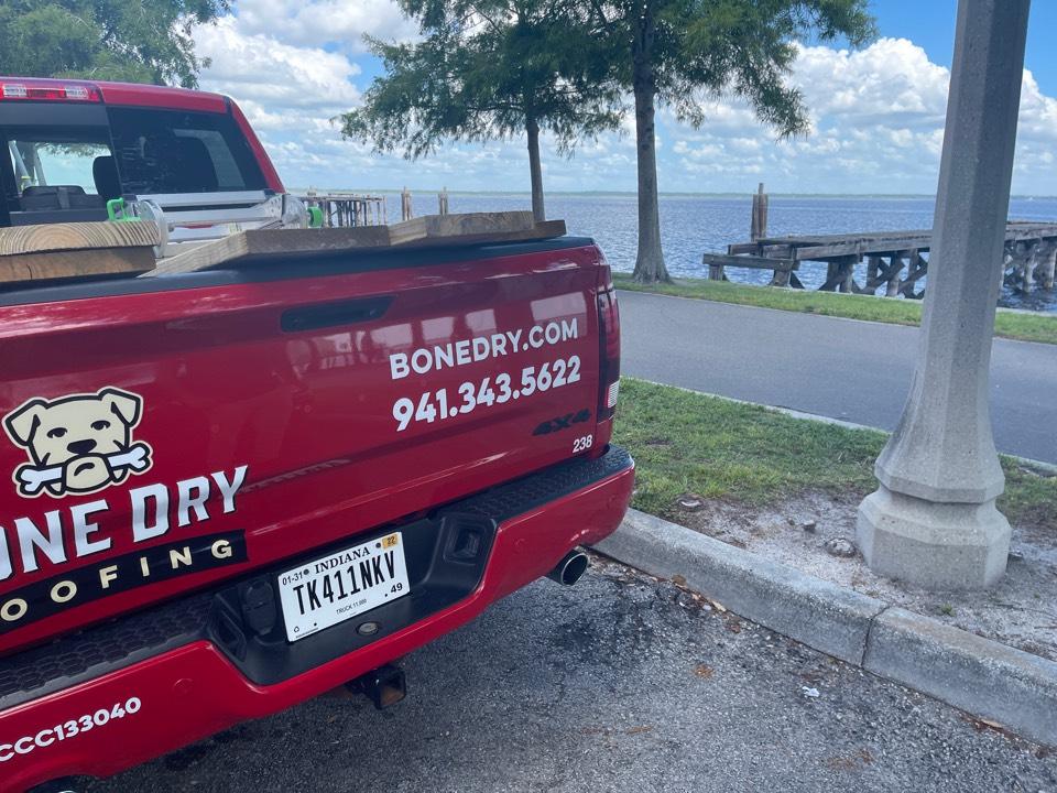Sanford, FL - Giving a roofing repair estimate