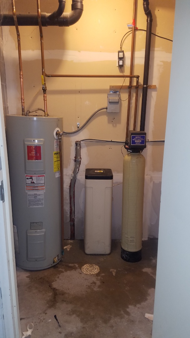 Emergency water pipe repair. Sunday plumbing services. Replace leaking copper water piping.
