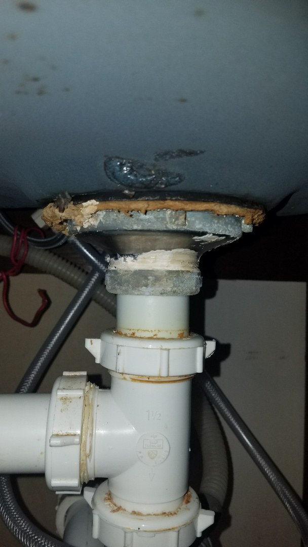 Lino Lakes, MN - kitchen sink repair. kitchen faucet. tighten faucet and sprayer. test for leaks.