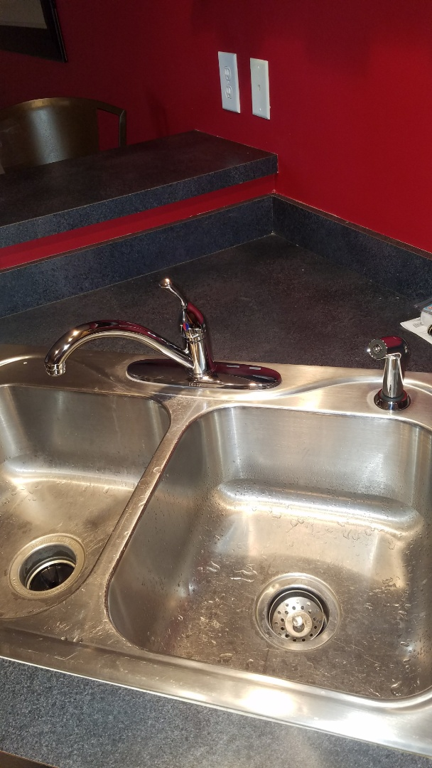 Lino Lakes, MN - kitchen sink. leaking kitchen faucet. install new kitchen faucet. delta 400-dst