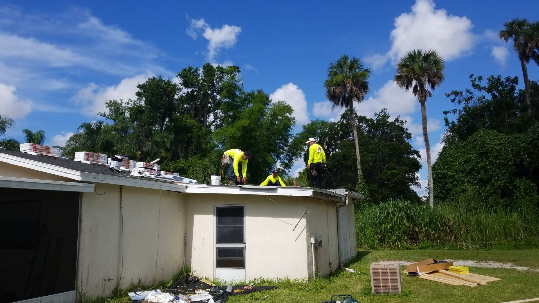 Bradenton, FL - We are out here today second day installing the free roof for the winter of our spring campaign. Installing GAF products American Harvest Timberline Golden Harvest color and GAF low-slope modified.