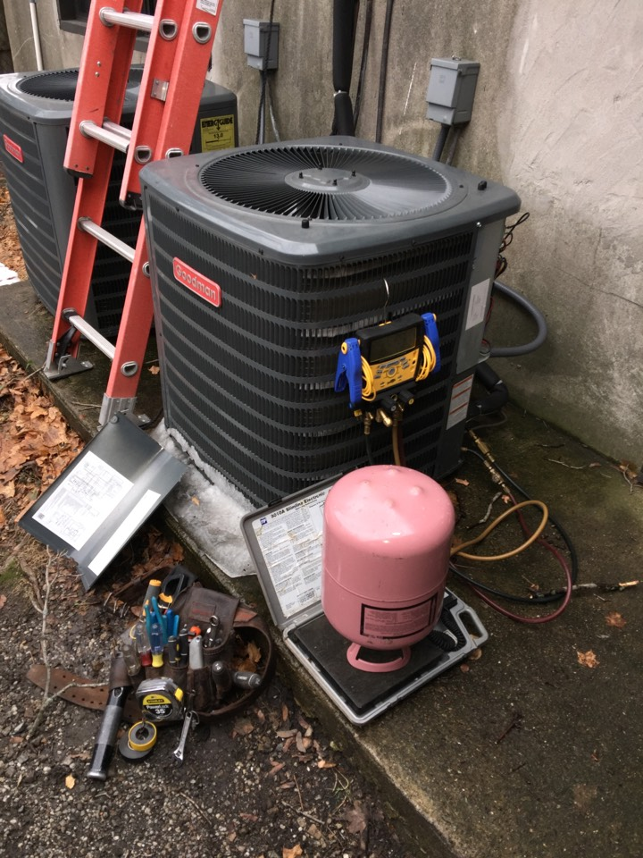 Stanhope, NJ - Heating service call.  Add freon to goodman heat pump system