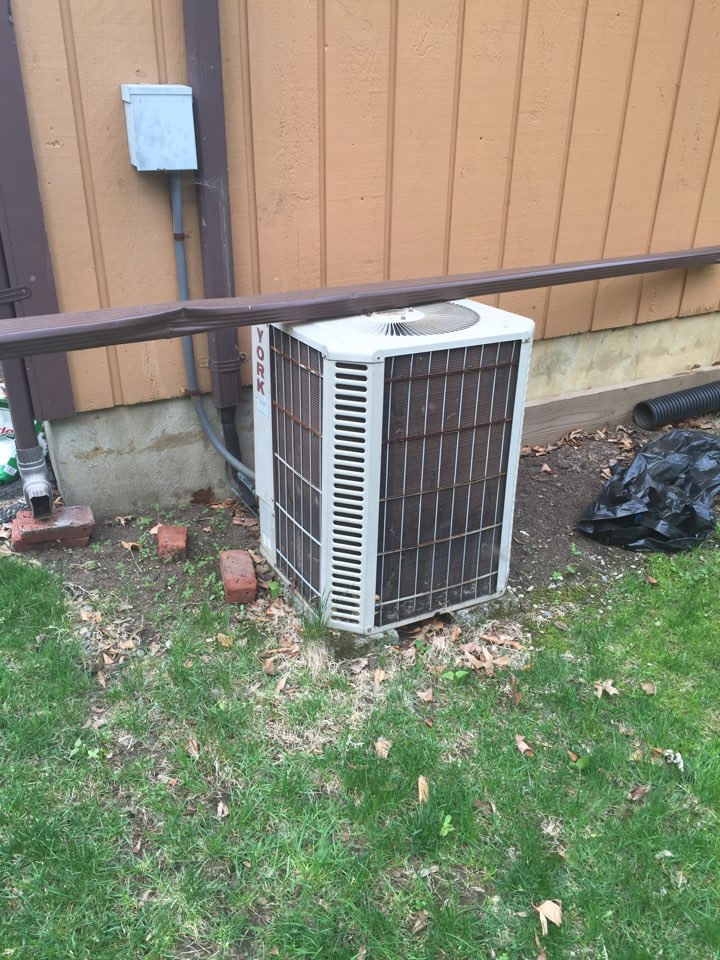Hackettstown, NJ - Free air conditioning installation estimate for a replace of a York AC unit.