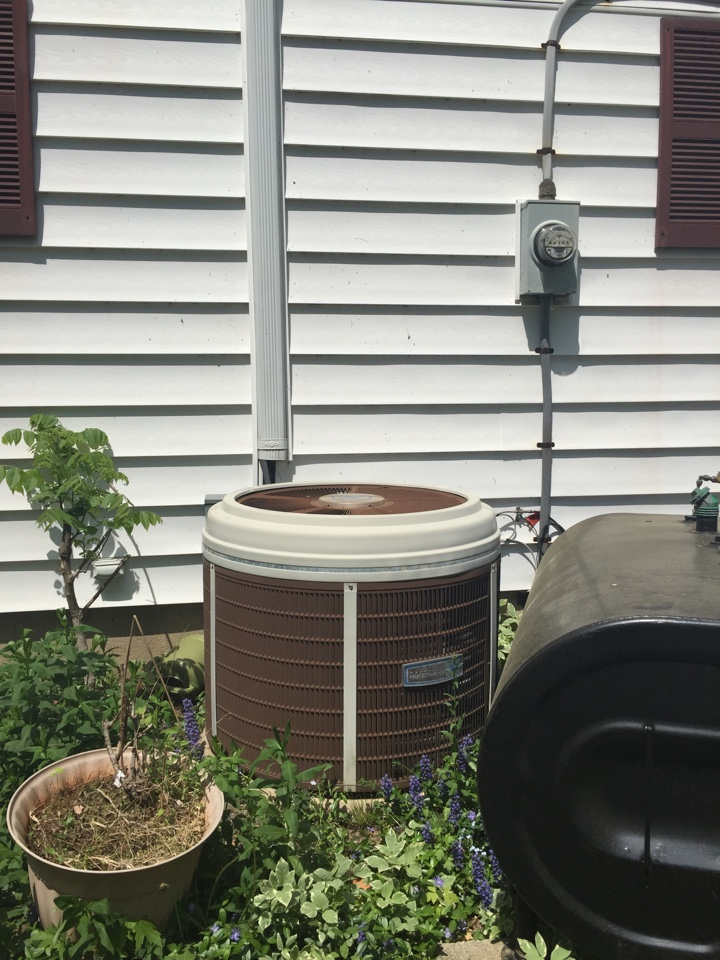 Denville, NJ - Air conditioning service. Unit blowing warm air. Found bad compressor on Carrier air conditioning unit. Replace with new Amana AC system.
