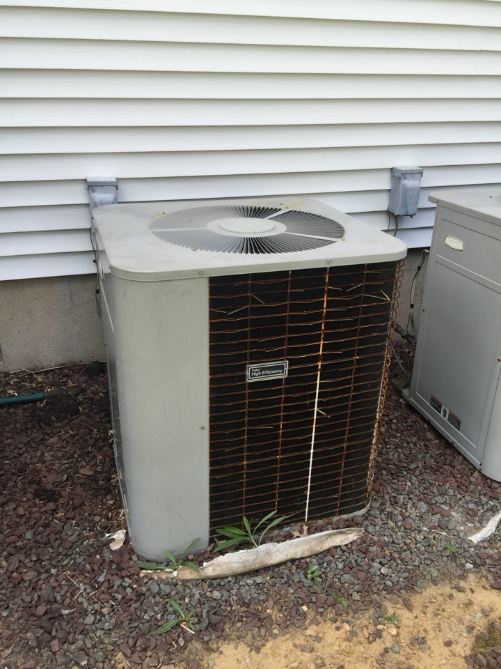 Roxbury Township, NJ - Air conditioning service call. Unit blowing warm air. Repair high efficiency bryant condenser.
