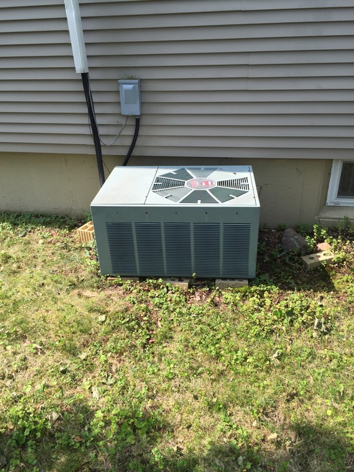Roxbury Township, NJ - Air conditioning service call. Unit not blowing cold air. Found no refrigerant in air conditioning system. AC service.