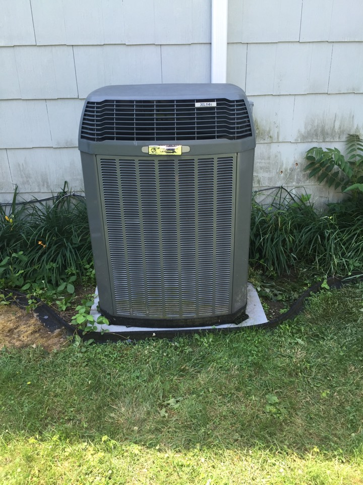 Andover, NJ - Air conditioning service. Condenser motor not moving. Rrpair broken air conditioning condenser motor. AC service