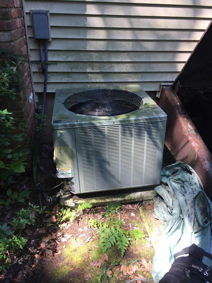 Mount Olive Township, NJ - Air conditioning repair. Service King air conditioning. Found unit frozen found refrigerant leak. Added r410a.