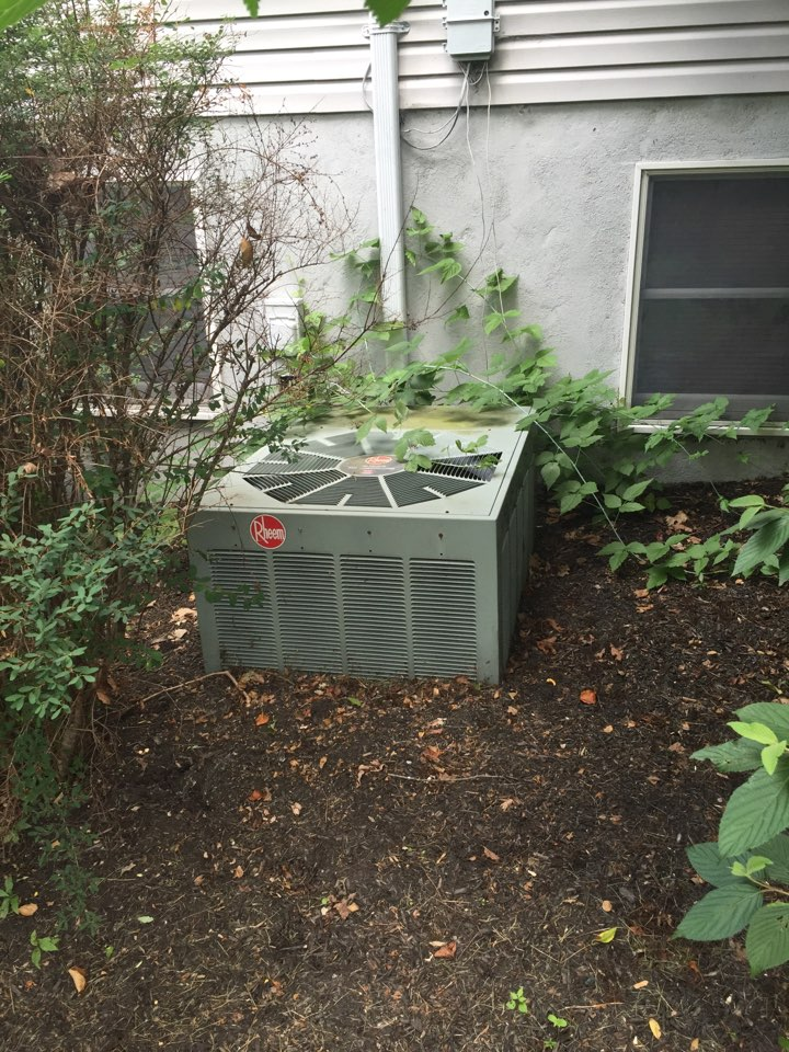 Livingston, NJ - Air conditioning service call in Livingston NJ. Outdoor unit not running. Found bad compressor. Free installation estimate on heating and air conditioning replacement.