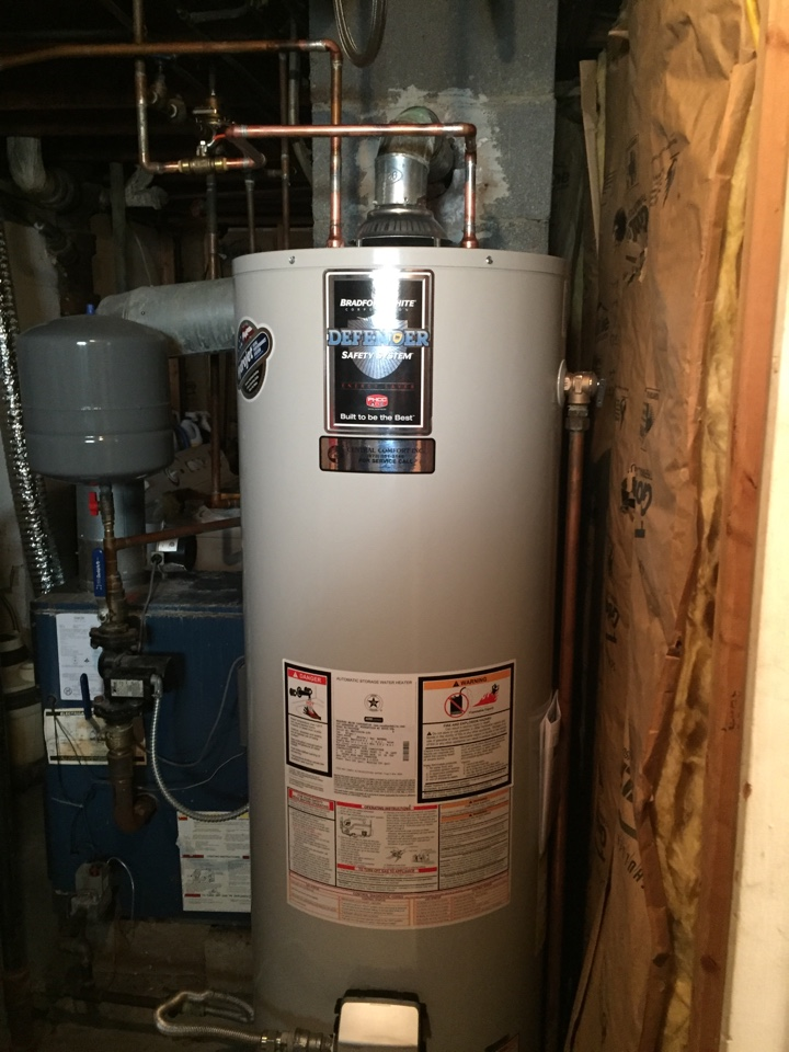 Dover, NJ - Hot water heater repair. Hot water heater leaking. Replace hot water heater.