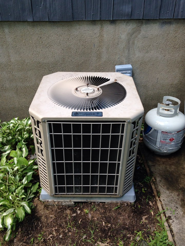 Mendham, NJ - Air conditioning service on a York ac unit.