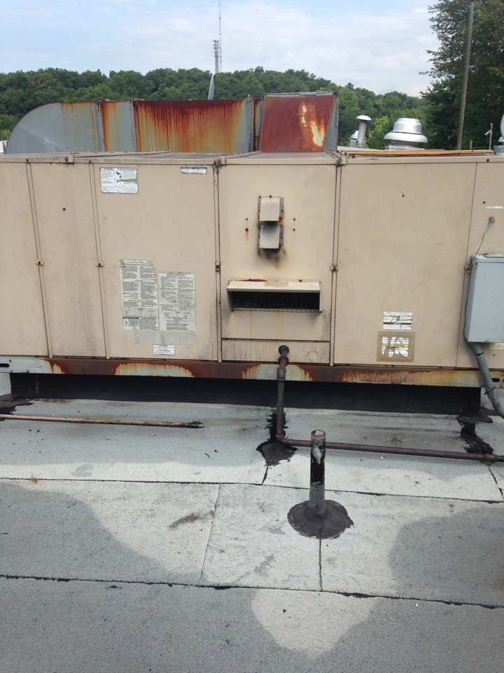 Wayne, NJ - Air conditioning repair on a commercial rooftop ac unit.