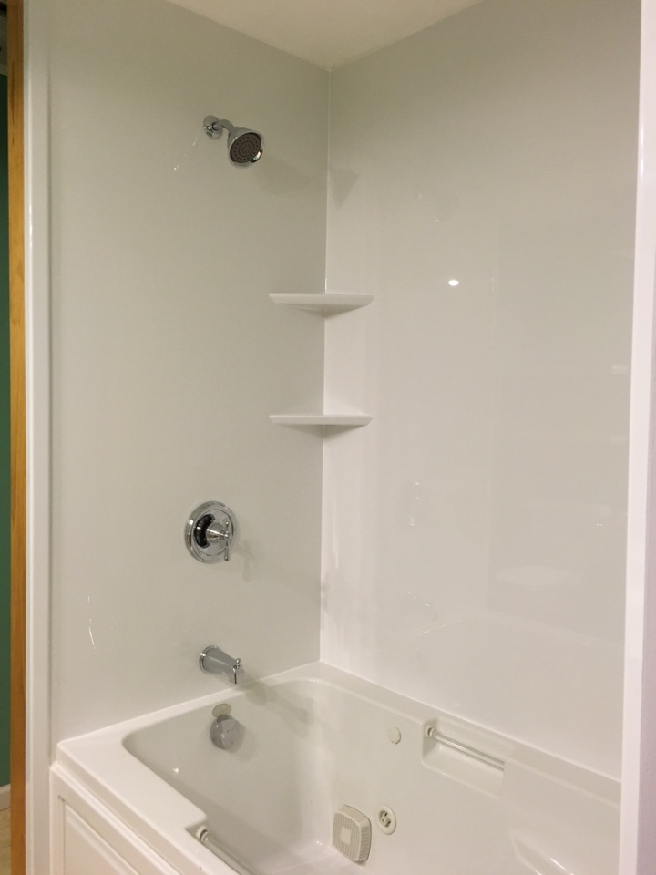 Grand Rapids, MI - Finished white smooth walls with existing jet tub. Chrome fixtures