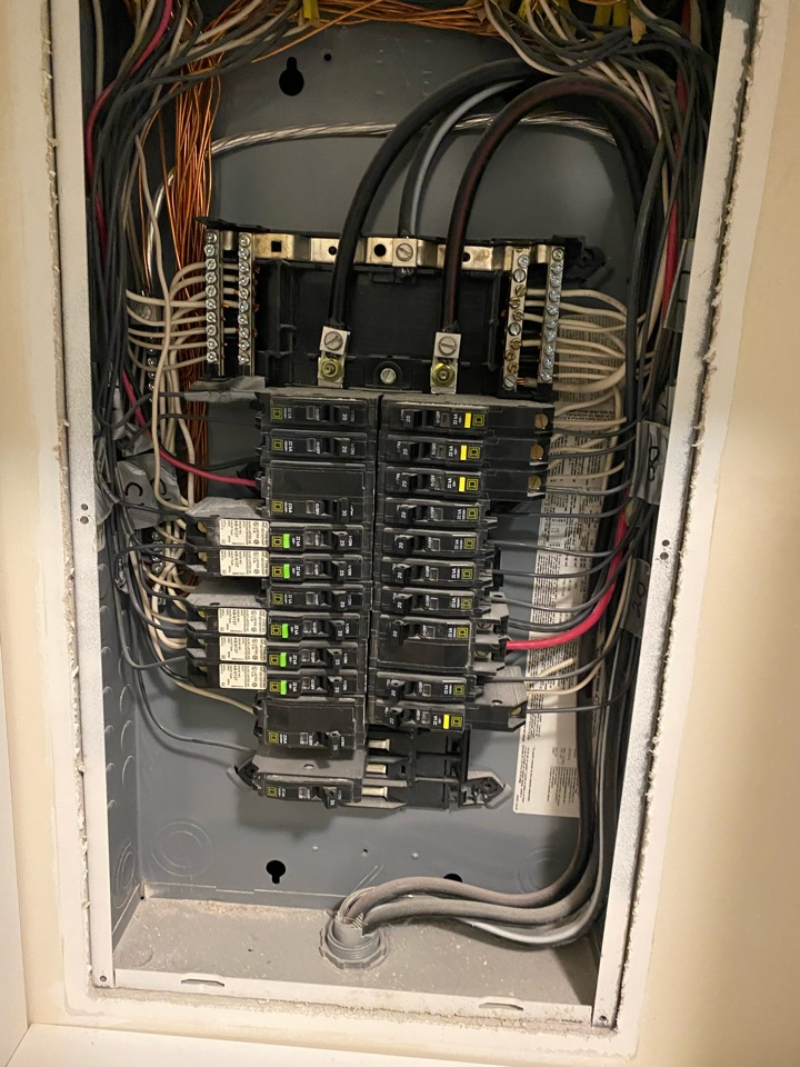 Glen Mills, PA - A customer requested anEmergency service call for a tripping square D circuit breaker