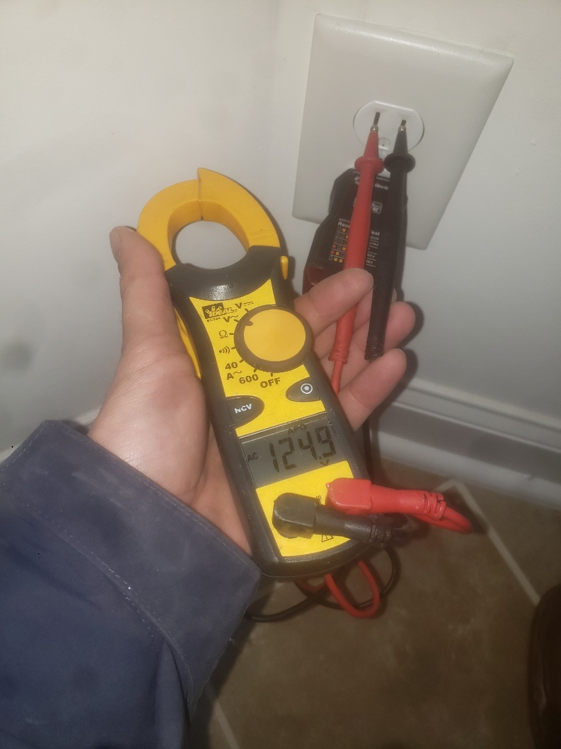 Knightdale, NC - Troubleshoot issues with faulty gfci circuit and 3way switches in hallway