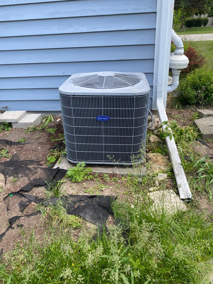 Sussex, WI - Carrier air conditioner repair.