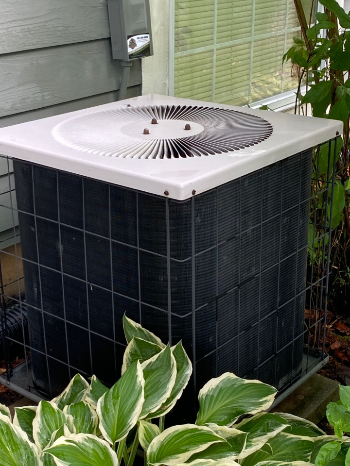 Menomonee Falls, WI - Armstrong air conditioner tuneup.