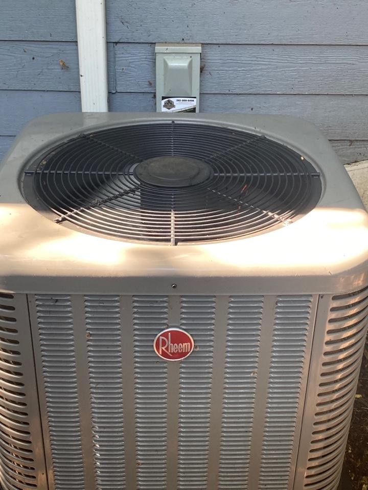Oconomowoc, WI - Rheem air conditioner maintenance.