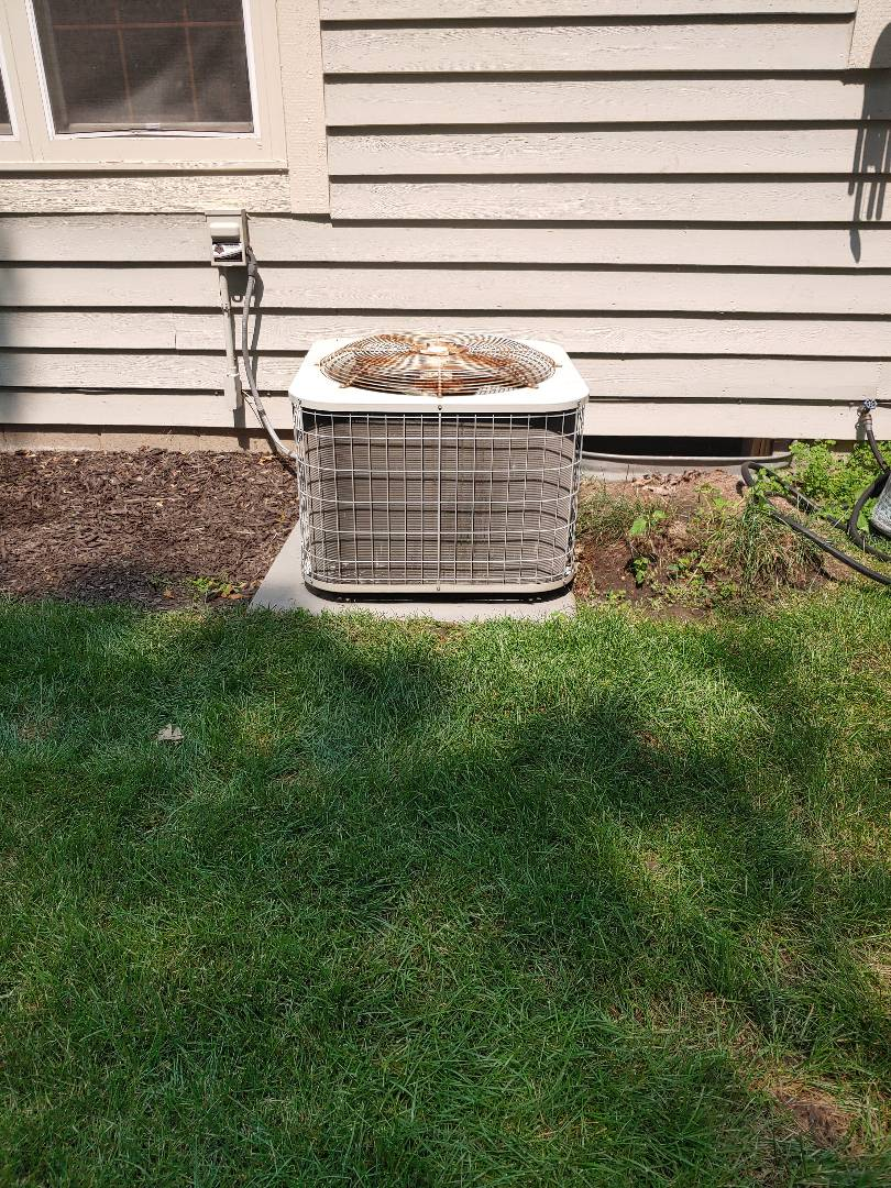 Brookfield, WI - Maintenance on Payne air conditioner