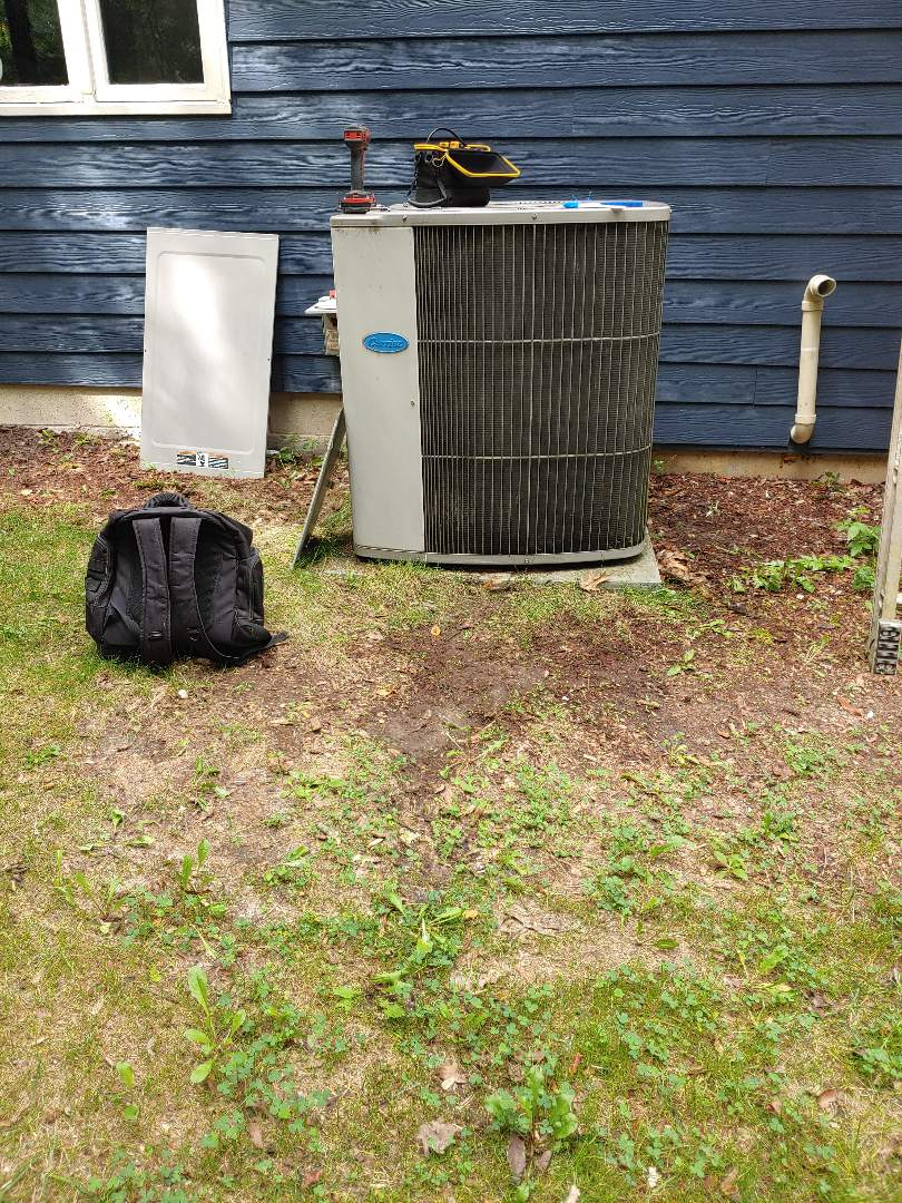 Hubertus, WI - Maintenance on Carrier air conditioner