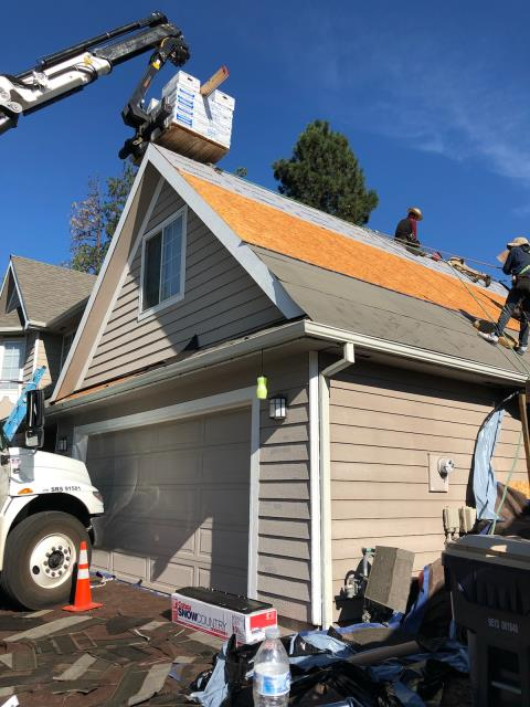 Bend, OR - Replacing an asphalt shingle roof in Bend with Malarkey Vista SBS modified architectural shingles in Storm Gray color.