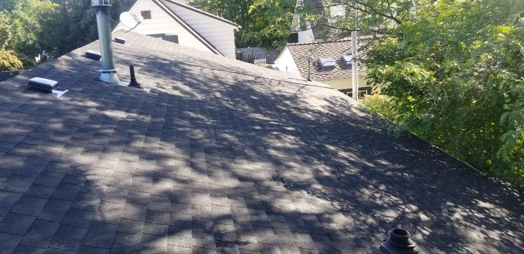 Bend, OR - Unother perfectly installed roff by Deschutes Roofing Company. Using GAF Timberline HD Charcoal.