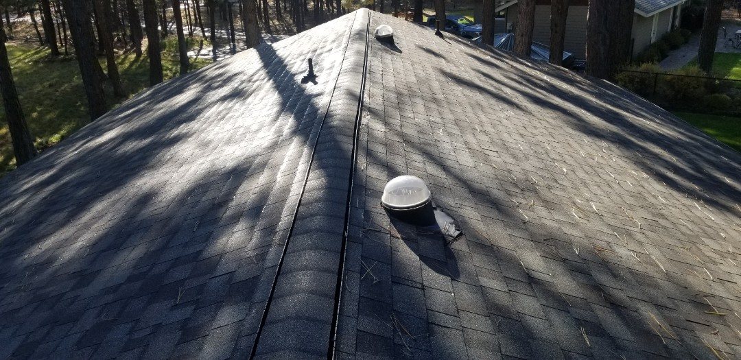 Sisters, OR - Perfectly installed GAF Timberline HD Weatherwood shingles by Deschutes Roofing Company!