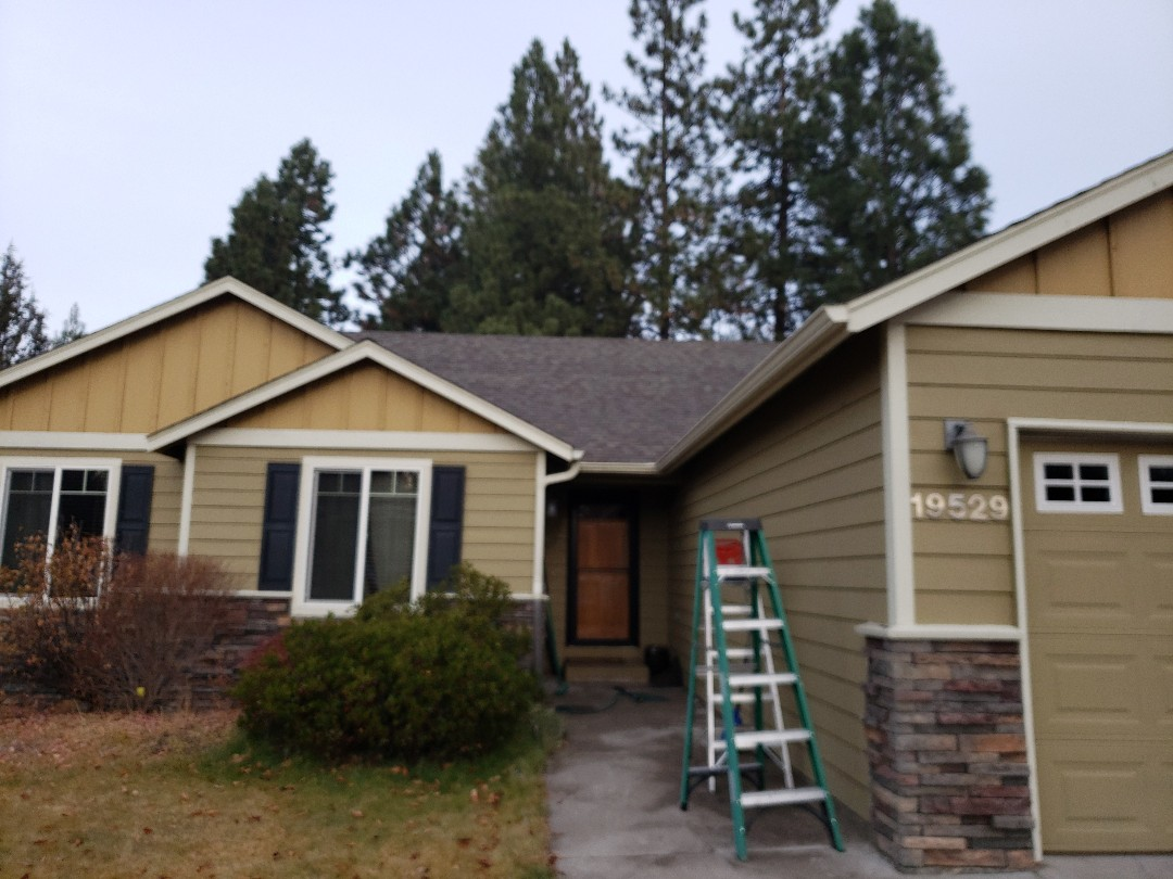 Bend, OR - Bidding to replace the failed Certainteed composition shingles with either GAF or Malarkey.
