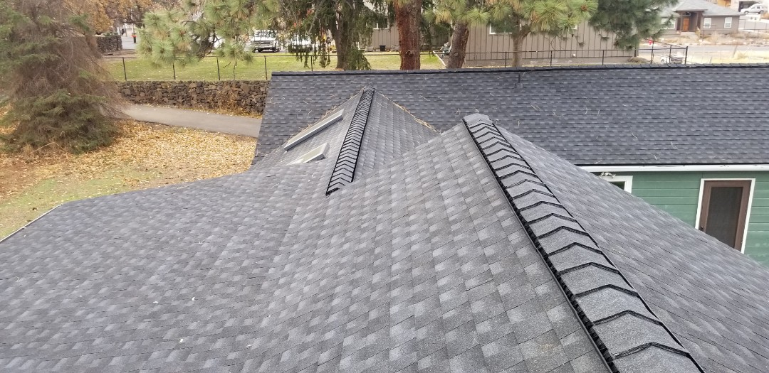 Bend, OR - Another beautiful installation by Deschutes Roofing Company using GAF Timberline HD Charcoal.