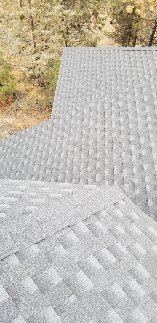 Bend, OR - Another beautiful installation of GAF Timberline HD Charcoal by Deschutes Roofing Company!