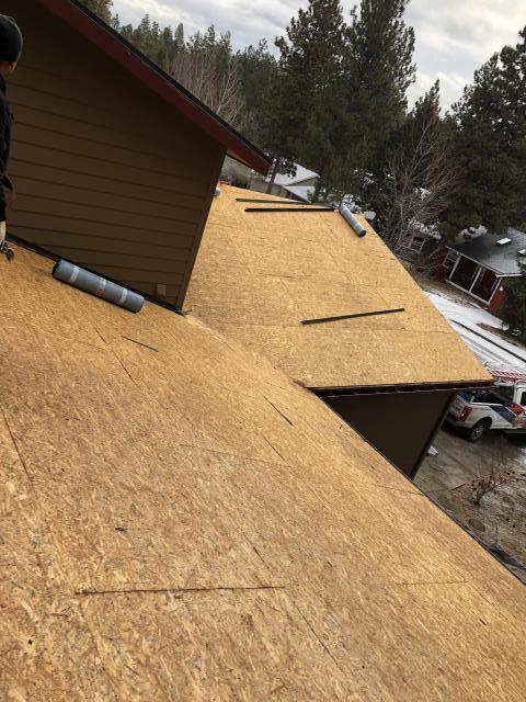 Bend, OR - Replacing a composition shingle roof in Bend with GAF Timberline HD architectural style shingles in Copper Canyon.