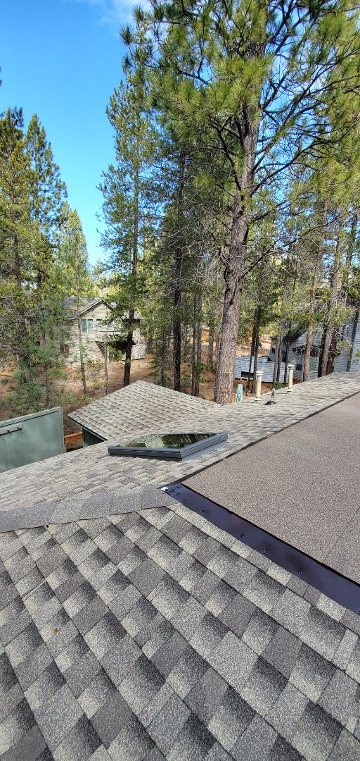 Sunriver, OR - Just finished a beautiful composite shingle roof with Timberline Ultra HD in Weathered Wood.