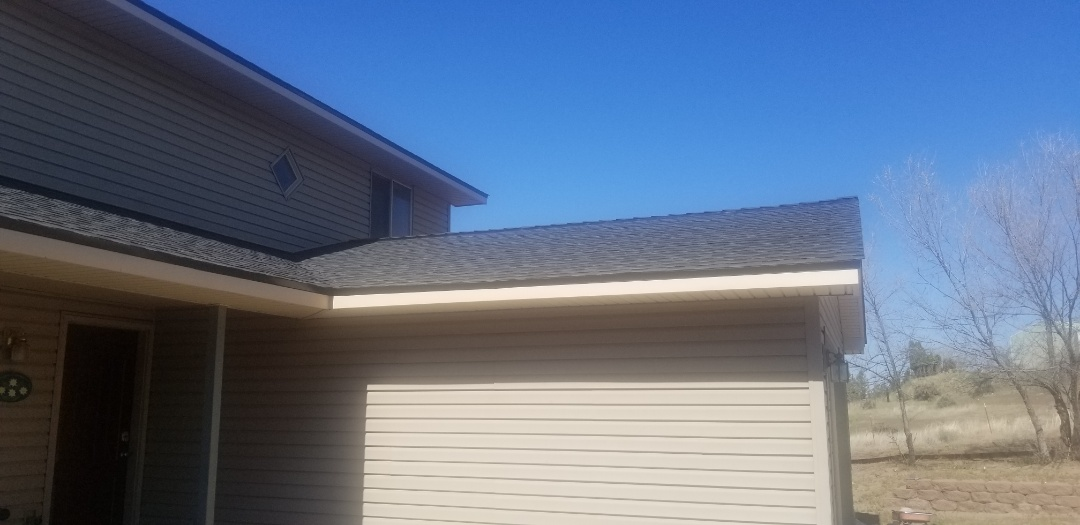 Madras, OR - Another beautiful installation by Deschutes Roofing Company using GAF Timberline HD Charcoal
