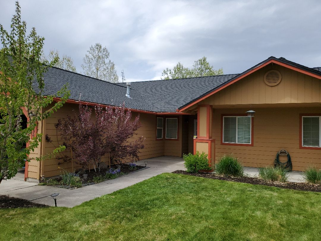 Redmond, OR - Today we replaced an asphalt shingle roof in Redmond with GAF Timberline HDZ composite shingles in Charcoal color. This new roof includes a 10-year workmanship warranty from Deschutes Roofing and a 50-year material warranty against defects from GAF.