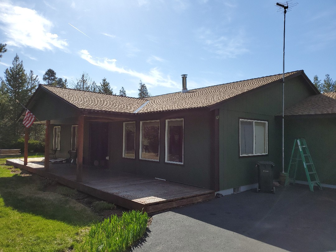 La Pine, OR - Replaced an asphalt shingle roof in La Pine with beautiful GAF Timberline HD shingles in shakewood color. Includes GAF Snow Country Advanced ridge vents and metal valleys.