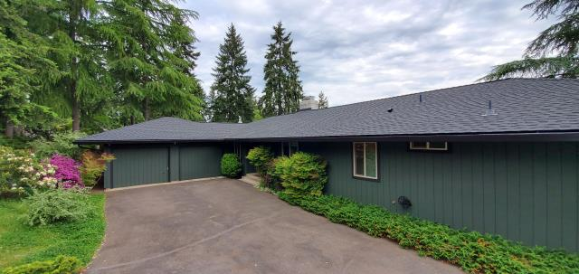 Eugene, OR - Just replaced an asphalt shingle roof in Eugene with some beautiful GAF Timberline HDZ composition shingles in Charcoal color.