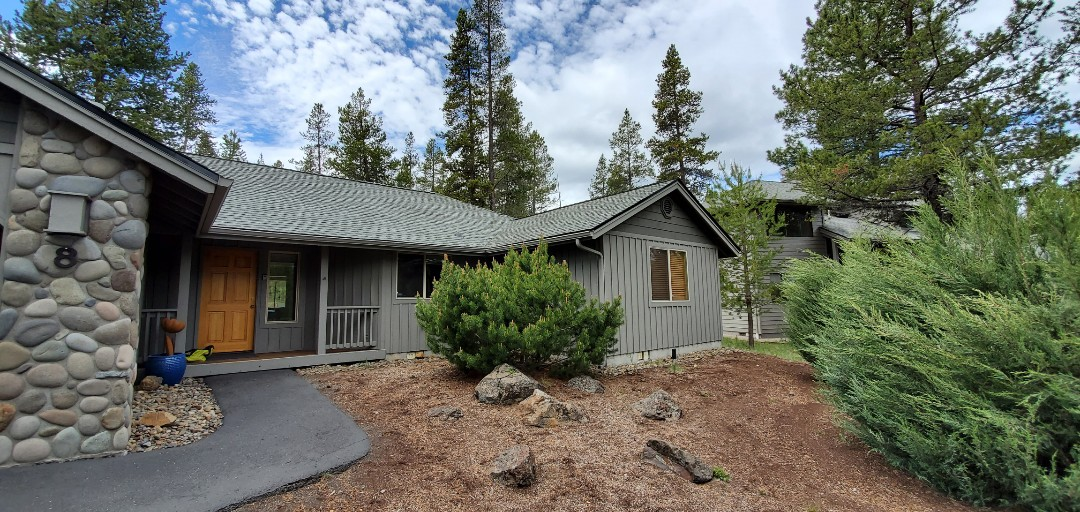 Sunriver, OR - Just replaced a composite shingle roof in Sunriver using GAF Timberline Ultra HD shingles in Slate color. This new roof includes a 10-year labor warranty from Deschutes Roofing and an extended 50-year System Plus material warranty against manufacturer defects from GAF.