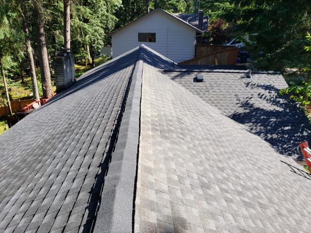 Eugene, OR - Replacing a composition shingle roof in Eugene with GAF Timberline HDZ architectural style shingles in Charcoal.
