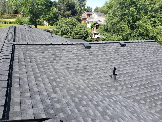Redmond, OR - We installed this beautiful comp shingle roof in Redmond using GAF Timberline HDZ architectural shingles in Charcoal color. This new roof includes a 10-year labor warranty from Deschutes Roofing.
