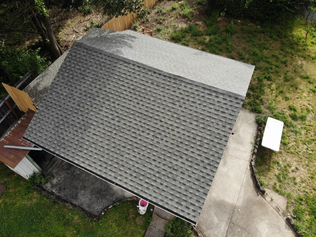 Eugene, OR - Another beautiful installation by Deschutes Roofing Company using GAF Timberline HDZ Weatherwood.
