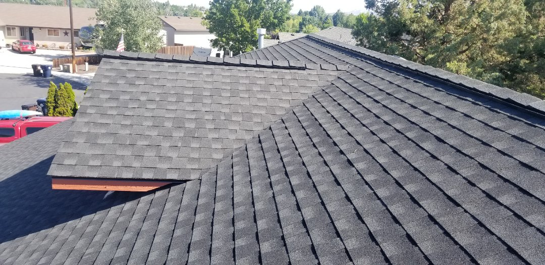 Redmond, OR - Another beautiful installation by Deschutes Roofing Company using GAF Timberline HDZ Charcoal.