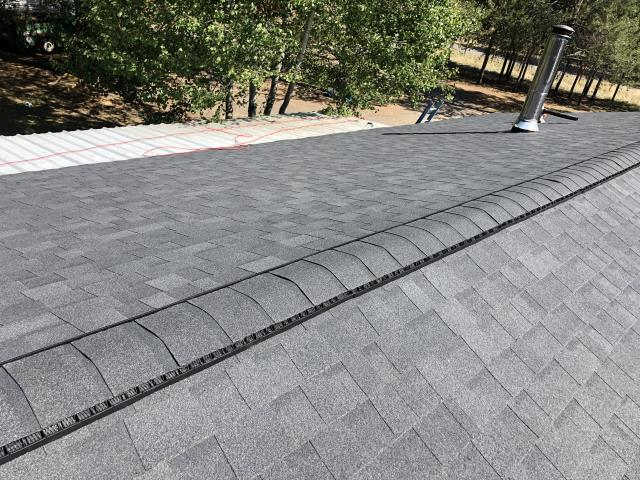 La Pine, OR - Another beautiful installation by Deschutes Roofing Company using Owens Corning Oakridge Onyx Black