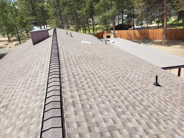 La Pine, OR - Another beautiful installation by Deschutes Roofing Company using GAF Timberline HDZ Barkwood.