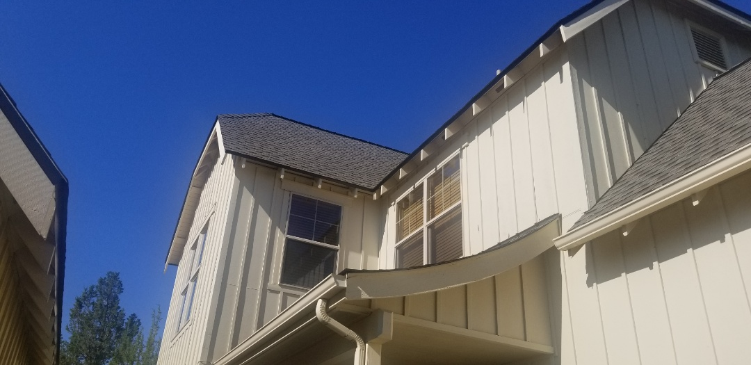 Redmond, OR - Another beautiful installation by Deschutes Roofing Company using GAF Timberline HDZ Weatherwood