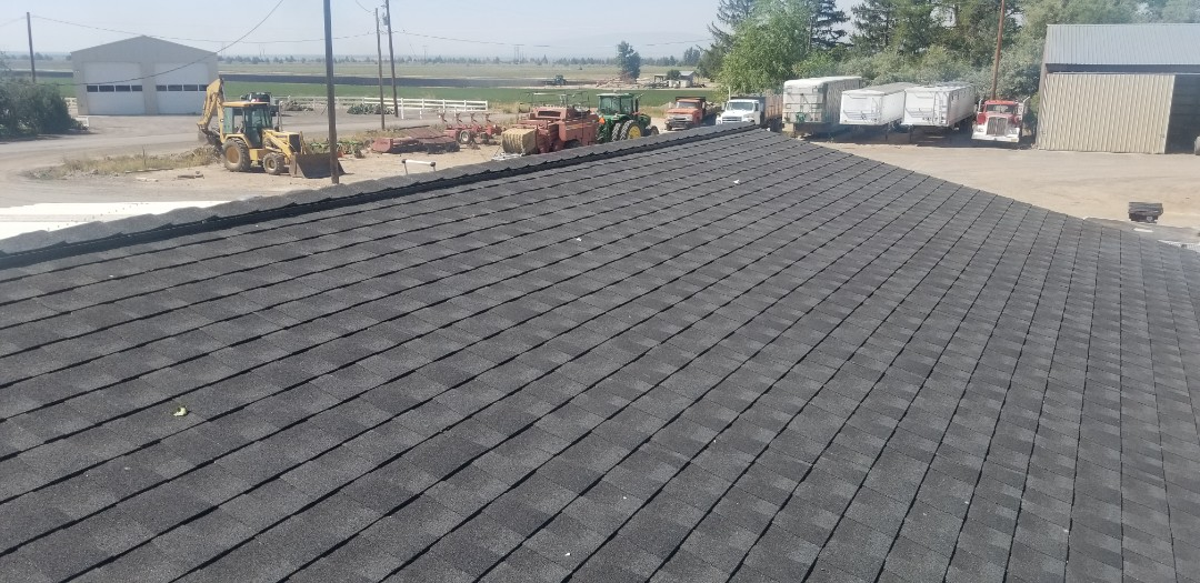 Madras, OR - Another beautiful installation by Deschutes Roofing Company using GAF Timberline HDZ Charcoal.