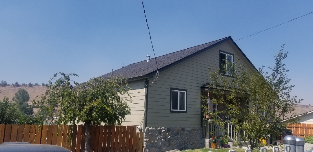 Madras, OR - Another beautiful installation by Deschutes Roofing Company using GAF Timberline HDZ Charcoal and Golden Pledge Warranty.