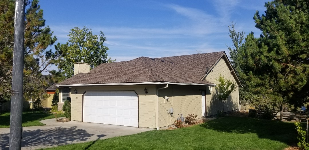 Redmond, OR - Another beautiful roof replacement by Deschutes Roofing Company using GAF Timberline HDZ Barkwood.