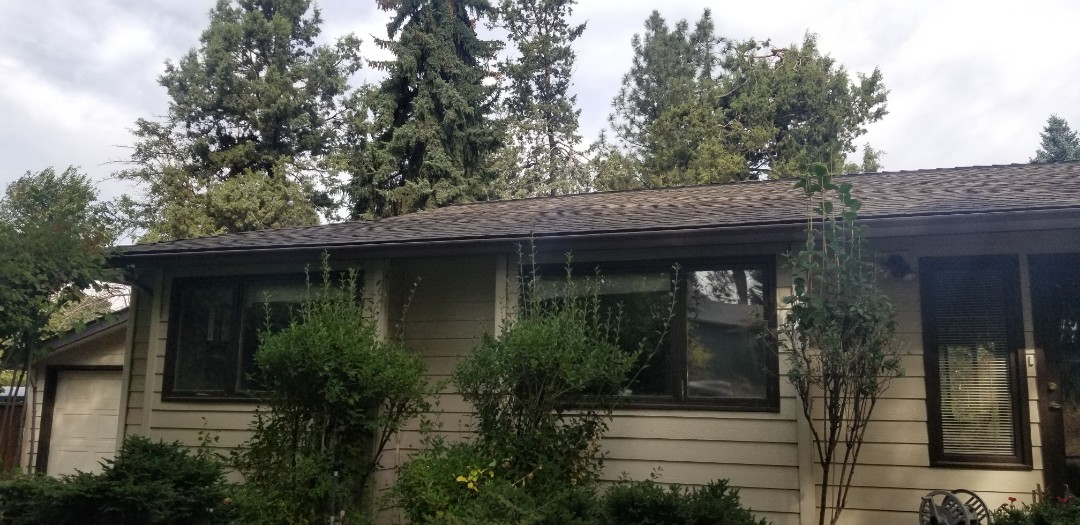 Bend, OR - Another beautiful roof installation by Deschutes Roofing Company using GAF Timberline HDZ