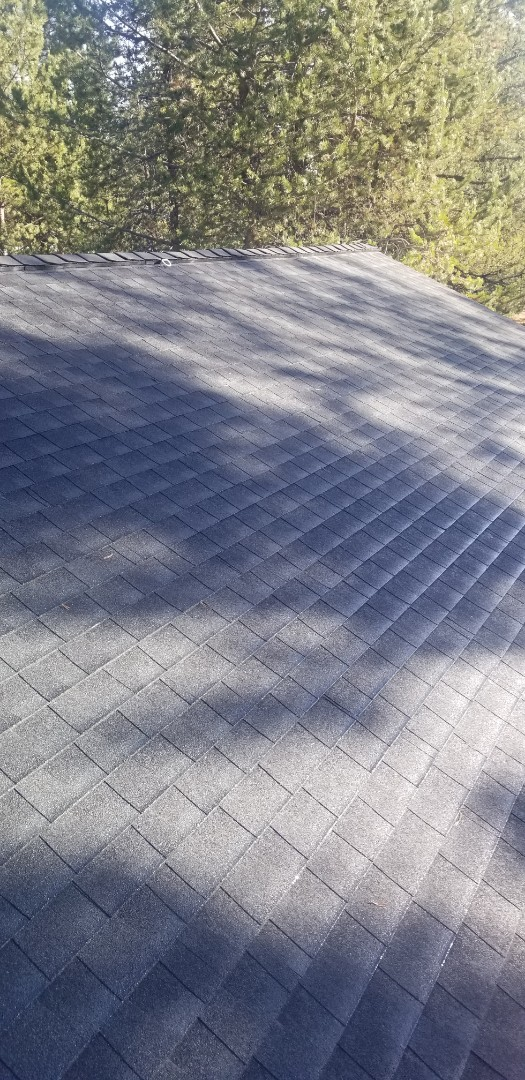 La Pine, OR - Another beautiful installation by Deschutes Roofing Company using GAF Timberline HDZ Charcoal.